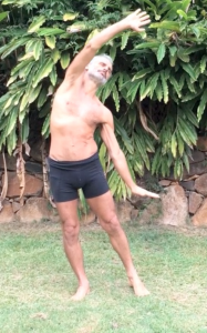 Lengthening the side of the body, by Simon Borg-Olivier
