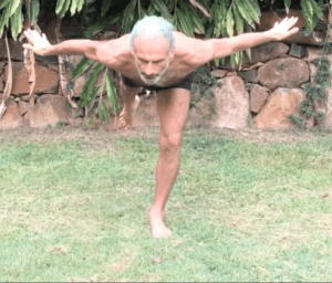 Active spinal traction, with hip extension and knee extension, by Simon Borg-Olivier