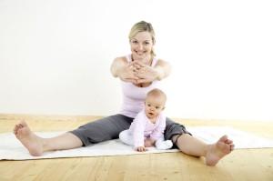 mama yoga  5 заряжающих энергией практик для мам: йога для мам