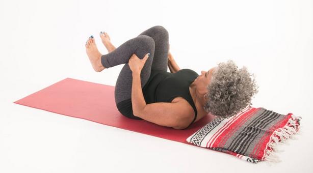 Доступная йога: Приветствие Солнца в кровати: