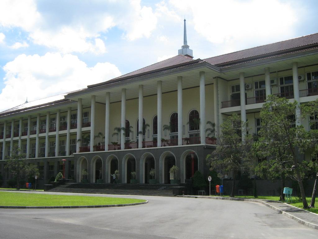 balairung gedung pusat UGM