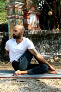 ardhamadsjendhrasana3 - Asana of the Month: Ardha Matsyendrasana
