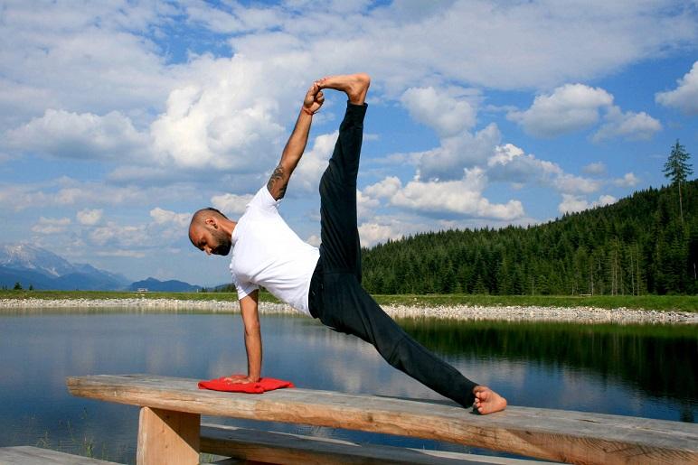 vashishthasana yogtemple - Yoga Asana Glossary
