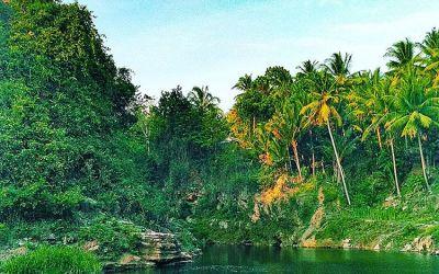 Enjoying the freshness of Sri Gethuk Waterfall in Yogyakarta