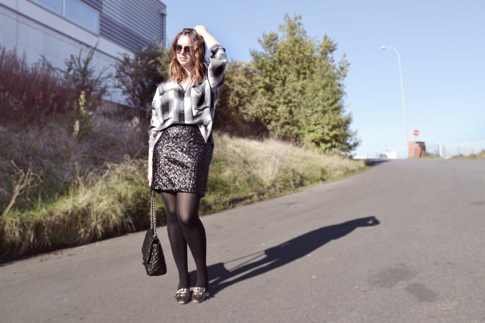 Falda de lentejuelas con camisa de cuadros
