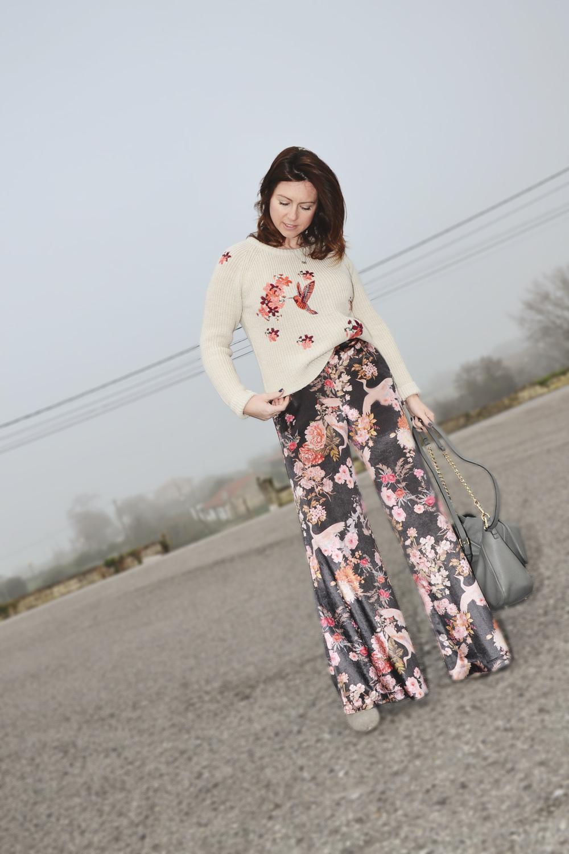 Jersey bordado y pantalón de terciopelo 1