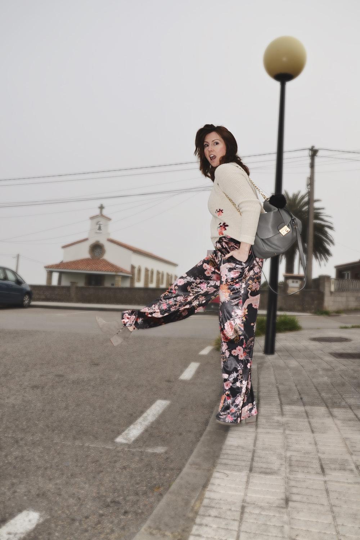 Jersey bordado y pantalón de terciopelo 8