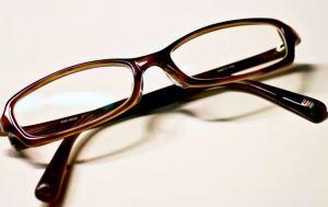 不要なメガネの6つの処分方法。廃棄・買取・下取り・寄付・再利用・リサイクル(JINS)