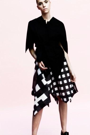 Yojiro Kake 2016SS RTW black origami shirt & checkes semi-transparent Peacock skirt // photo by Sara Mautone