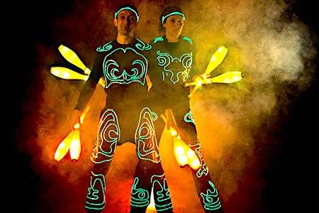 【ジャグリングの種類:番外編】光のアート!LEDライトジャグリングとは