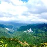 頂上から。台北の反対方向は大自然の山々が続く。