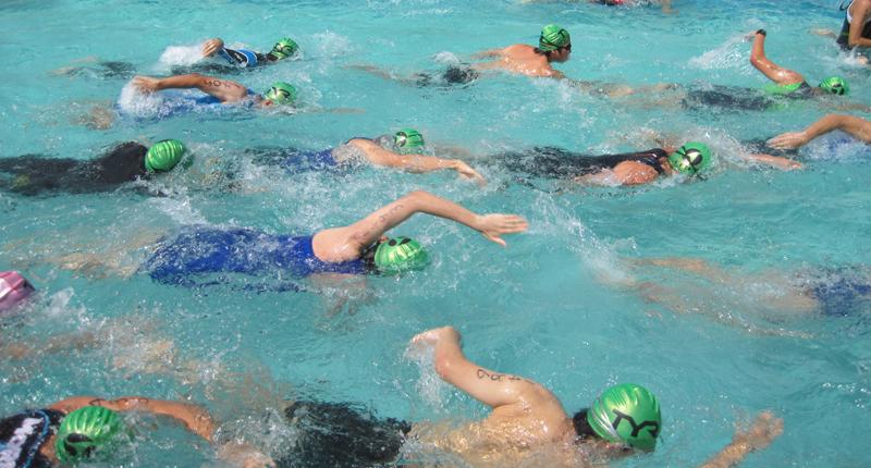 プールでトライアスロン写真02
