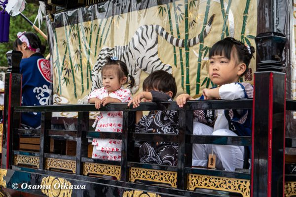 平成30年 江差町 姥神大神宮渡御祭 下町巡行 山車の上にいる子供
