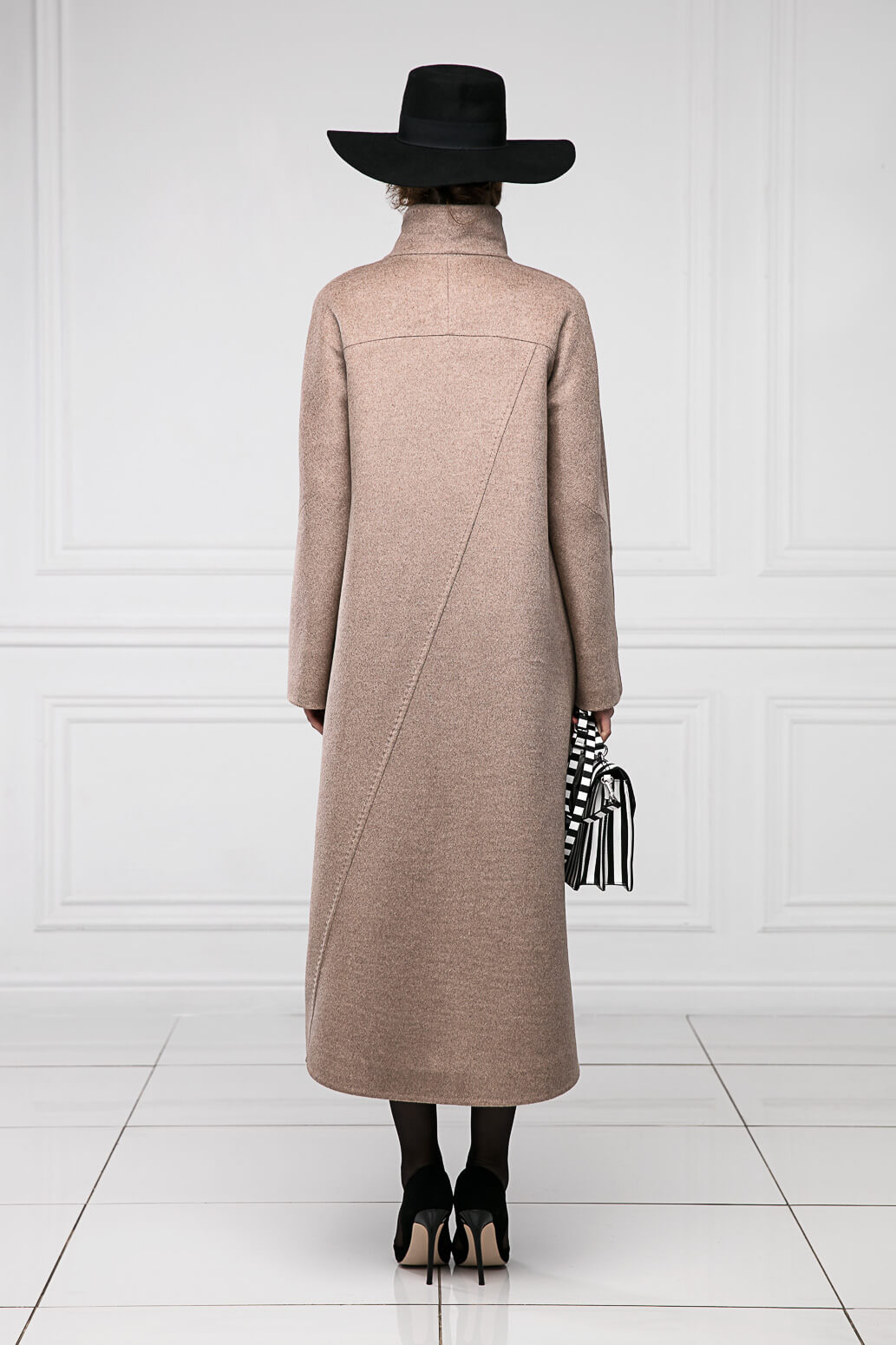 Съемка пальто для производителя