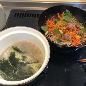 炒めるビビンバと生姜風味スープ調理