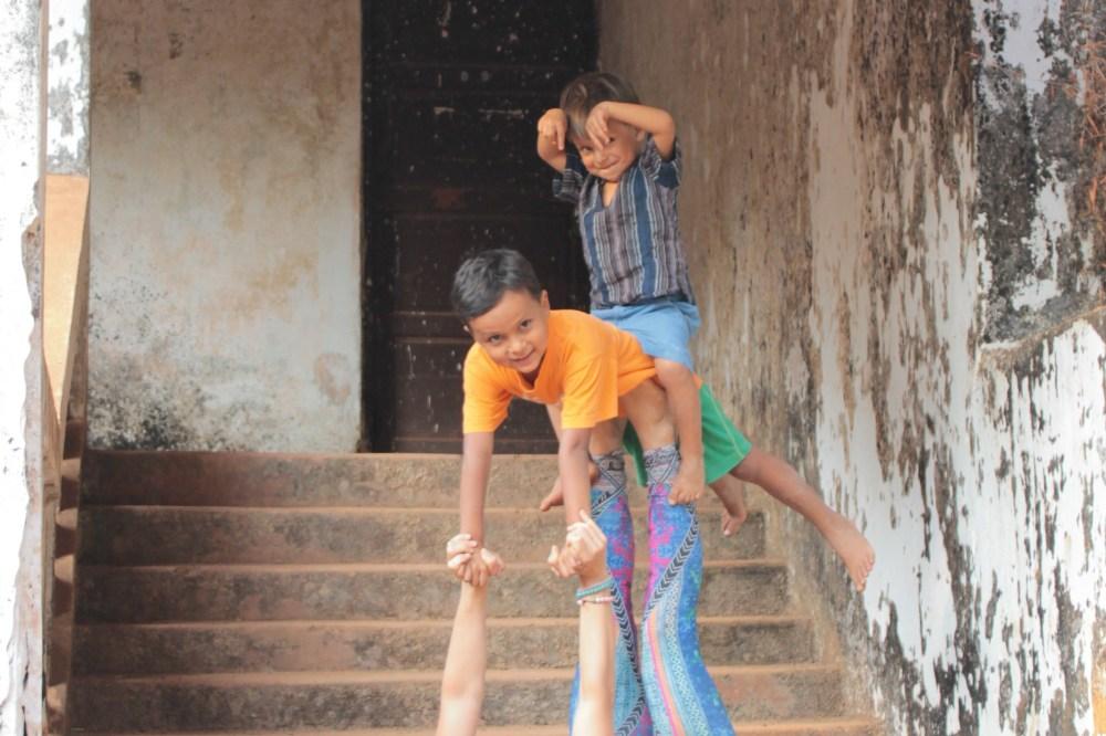 AcroYoga Family, Akrobatik für Eltern mit Kindern, Akrobatik für Familien, Vertrauen, Körperkontakt