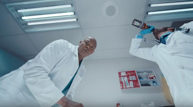 期待已久,姆爺與果汁世界單曲《Godzilla》MV 終於釋出,找來拳王 Tyson 以及Dr. Dre 客串演出!片尾彩蛋致敬令人淚崩! 7