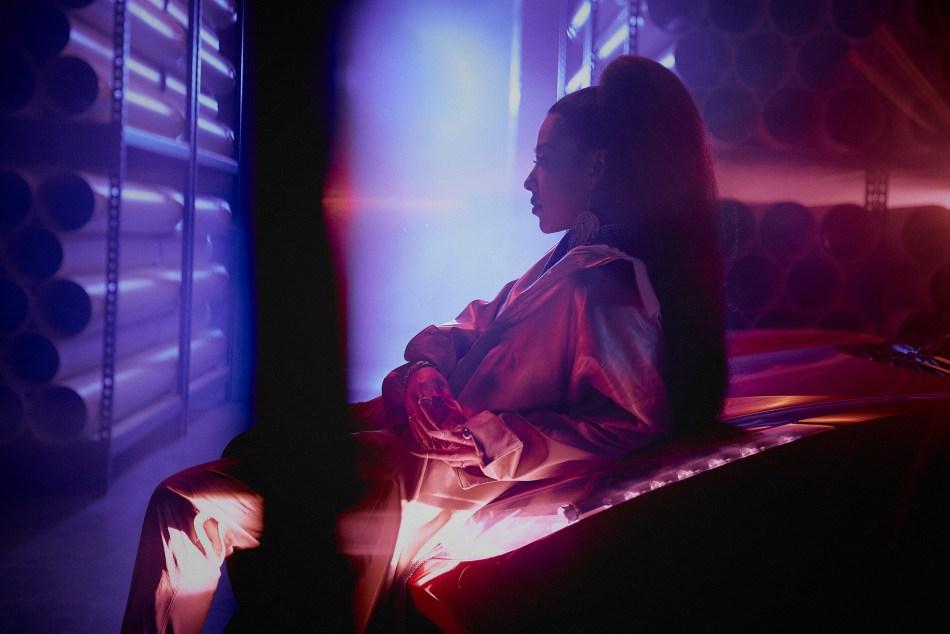 Dizzy Dizzo 蔡詩芸新專輯《SKY》首波主打歌曲〈Trash Talk〉和E.SO瘦子合作,辣媽和嘻哈男神合作真的帥哭。 1