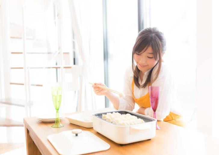 料理を作る嫁