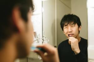 朝歯磨きするとえずく