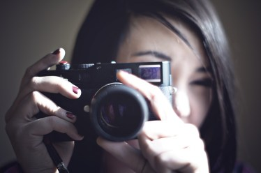 鏡とカメラの自分の顔が違うのはどうして?本当の自分の顔とは