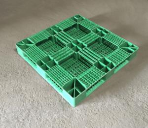 110×110 冷凍田字型塑膠棧板 反面