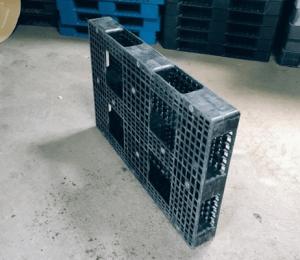 120×80 網狀田字型塑膠棧板 反面