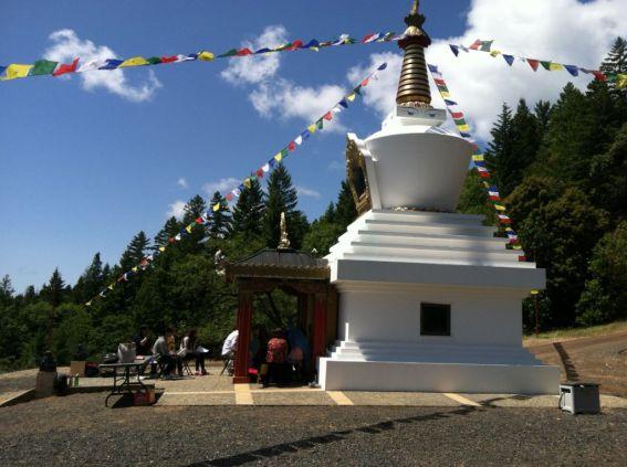 Chanting_at_Stupa