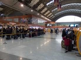 Hall central del aeropuerto Sabiha Gokçen, mi casa durante un día entero