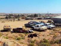 Cadáveres de carretera acumulándose en un solar