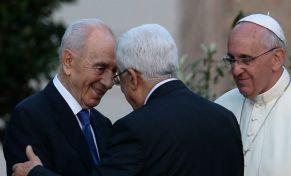 Abbas y Peres junto al Papa Francisco
