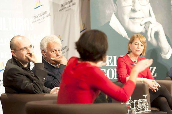 Con Felipe González y la periodista Mabel Mata de Canal Sur