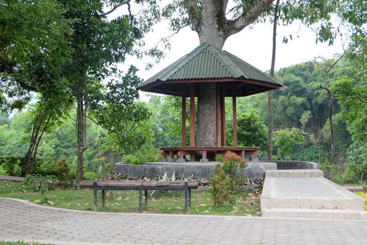 Gazebo unik di taman Ngarai Maaram Bukittinggi