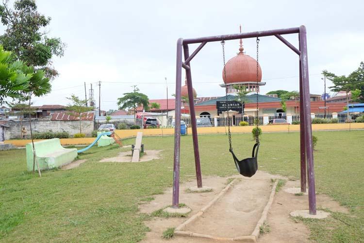 Ayunan perlu perbaikan di taman Ngarai Maaram Bukittinggi