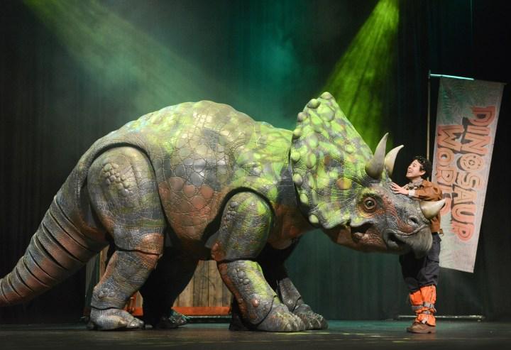 Dinosaur World Live (1)