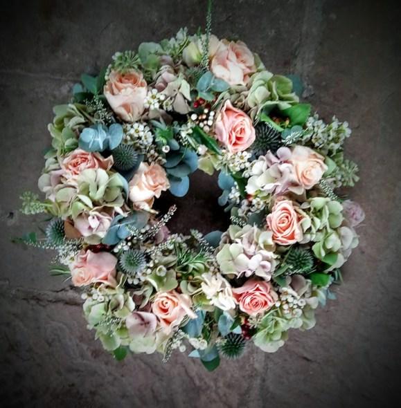 rose and hydrangea posy wreath