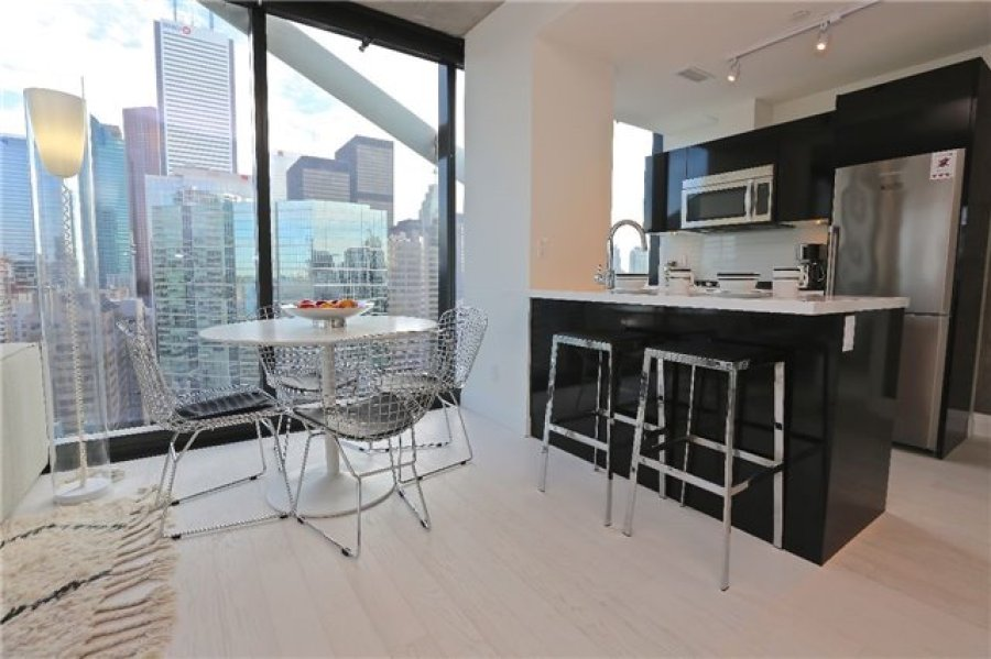224 KING WEST - CORNER SUITE FOR SALE - CONTACT YOSSI KAPLAN