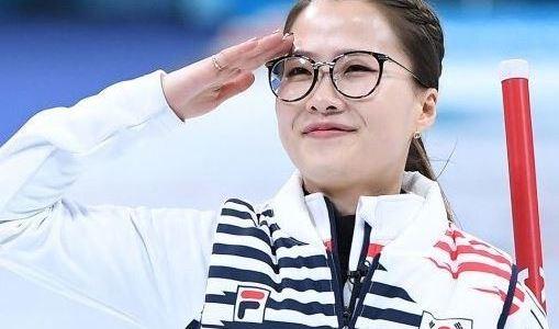カーリング女子準決勝で再び対決!韓国のメガネ先輩はどんなひと?