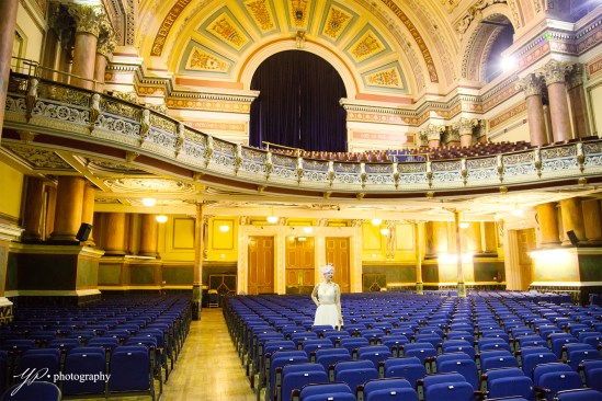 Leeds Town Hall-bride-wedding-photography