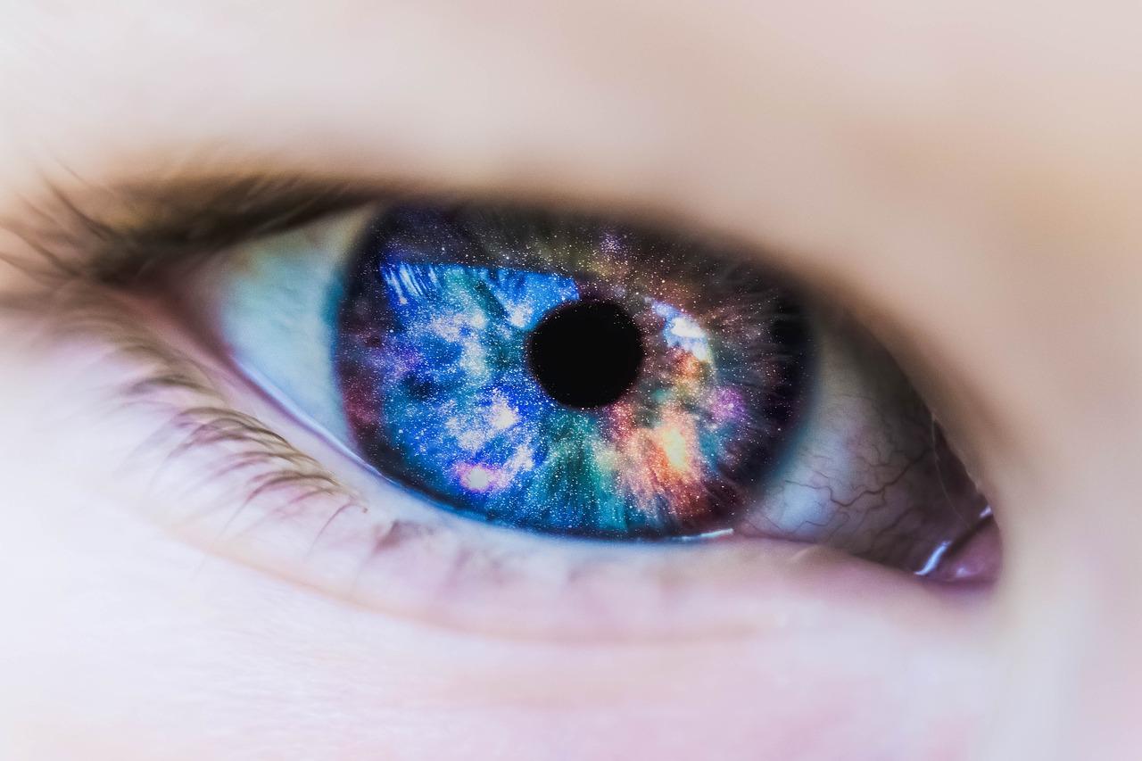 【衝撃】2週間で瞳の色を変え、視力をアップさせる3つの方法とは?