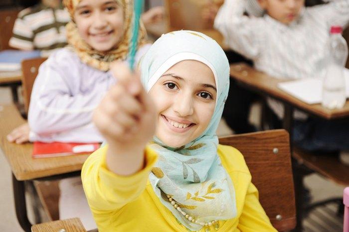 勉強するムスリマ