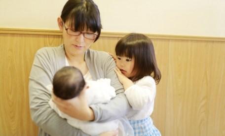 産後ママがやる腹筋は立ったままできる逆腹筋!毎日3分で理想の体型に!
