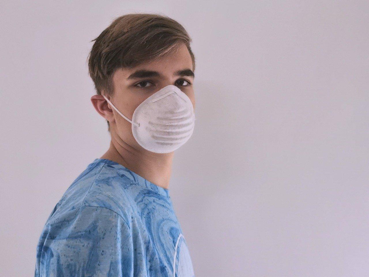 マスク男性
