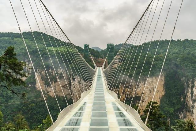 色んな意味での怖さがある…中国のガラスの橋「大峡谷玻璃大橋」 | YOSO-Walk