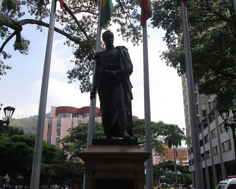 Estatua de Simón Bolívar ubicada en el Paseo Bolivar en Cali.