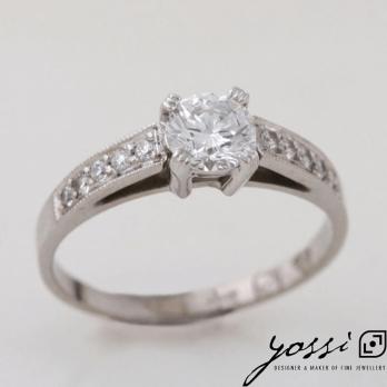 Astonishing Diamond & White Gold Engagement Ring