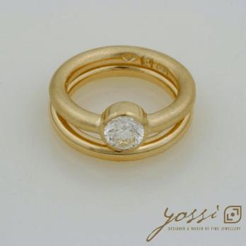 Impressive Gold Natural Texture Diamond Ring