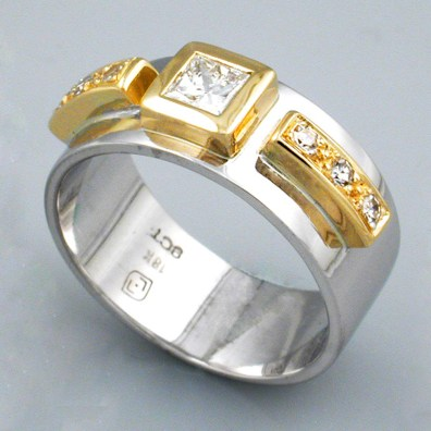 Centre Stone W&Y Gold Engagement Ring