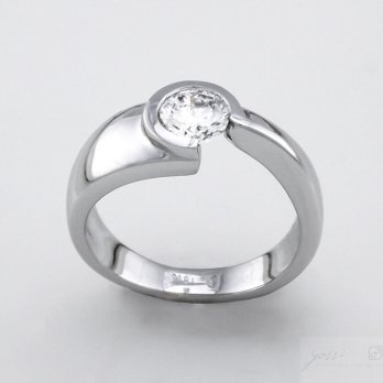 Staggering Diamond in Open Setting Engagement Ring
