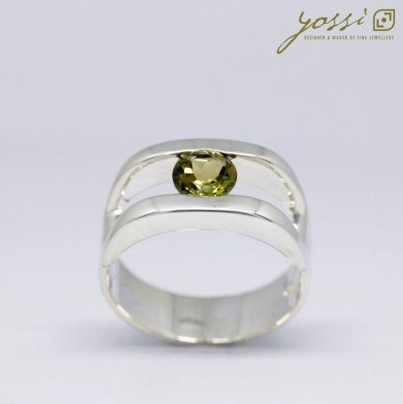 Dazzling Green Peridot Ring 3